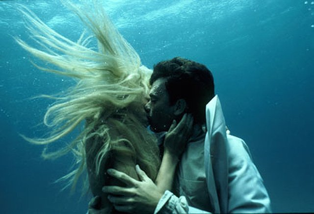 123_splash_underwater_kiss